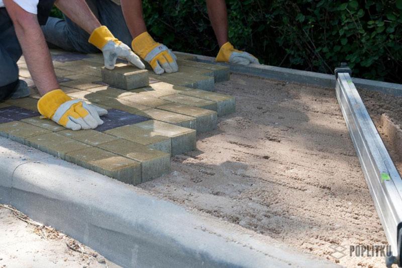 Как класть тротуарную плитку на песок и можно ли так делать? 20-4