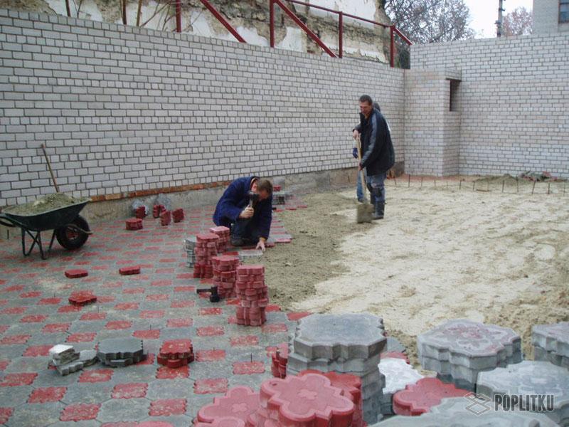 Как класть тротуарную плитку на песок и можно ли так делать? 20-5