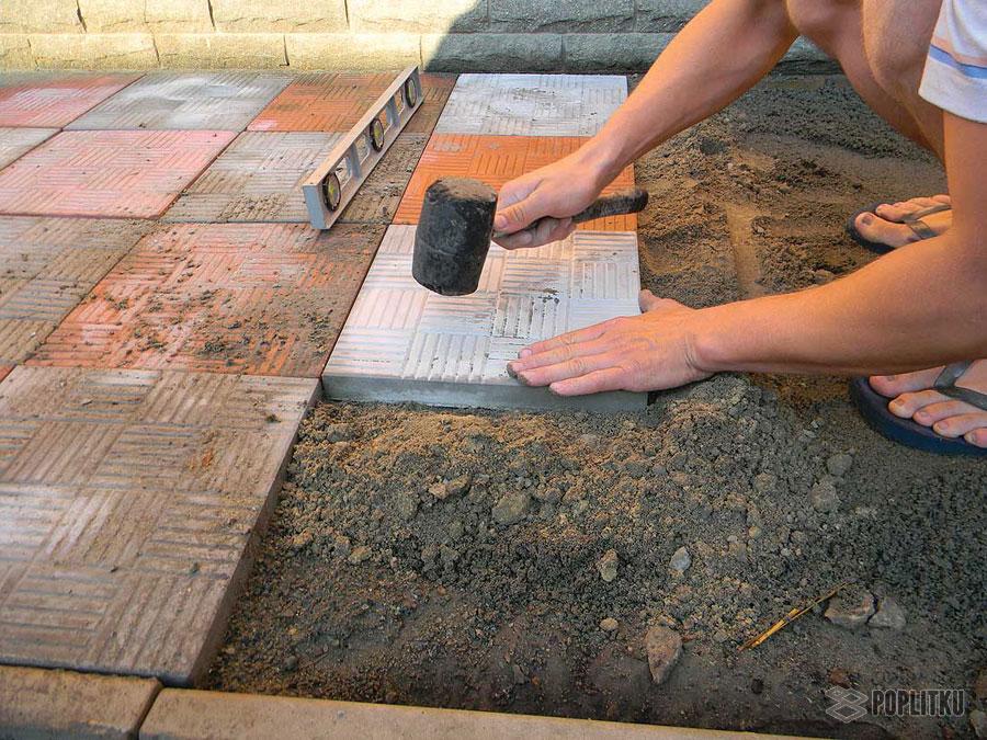 Как класть тротуарную плитку своими руками: способы и порядок укладки 37-3